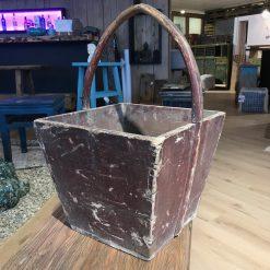 Holzkorb Rot-Braun mit Griff